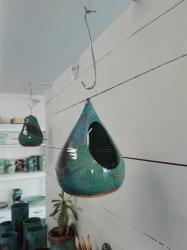 mangeoire à oiseaux, poterie avec émail bleu vert