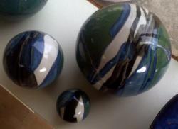 ensemble de 3 boules déco en grès, émail bleu vert