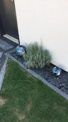 boule en grès pour décoration de parterre