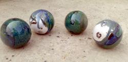 4 boules moyennes en grès émaillé pour la deco exterieure