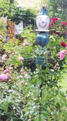 Timo, le tuteur de jardin dans les plantes de chez les motards en mayenne