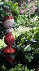 Timo, déco de jardin rouge sur tige