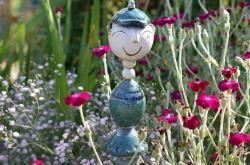Timo, le lutin pour votre décoration extérieure, dans son jardin