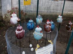 antoinettes dans l'enclos, en grès tourné émaillé fabriquées par Dorothée Bajeux, artisan potier en Mayenne, Jublains 53