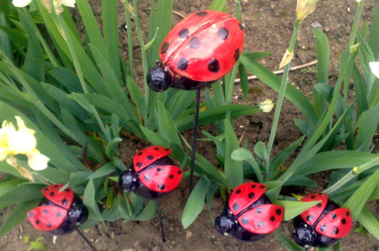 Lola la coccinelle en gr s maill poterie de jardin Coccinelle decoration exterieure