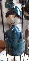 Bebetimo bleu, le tuteur de jardin pour déco de jardin