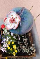 Fleur en grès à piquer dans le jardin
