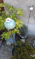 Boule fleur en grès pour décorer une jardinière