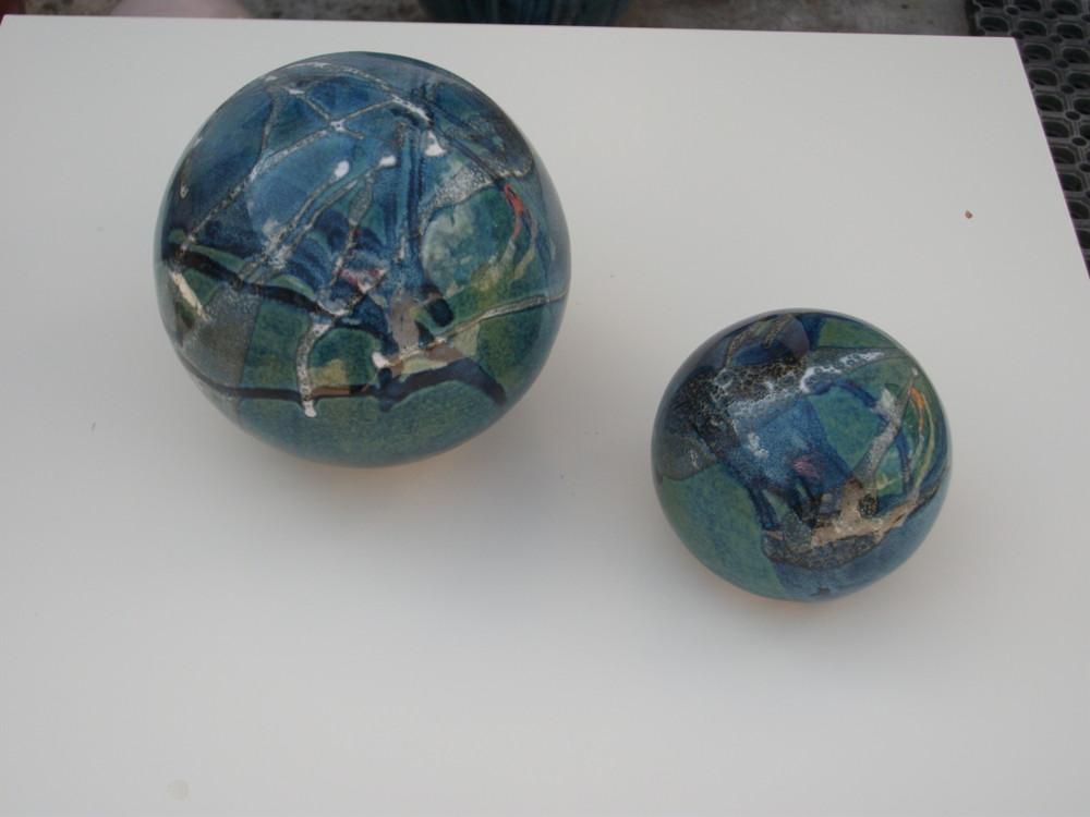 boules en gr s pour la d coration ext rieure poteries de. Black Bedroom Furniture Sets. Home Design Ideas