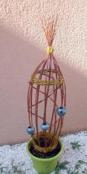 ceramique boules bleues dans tressage osier vivant