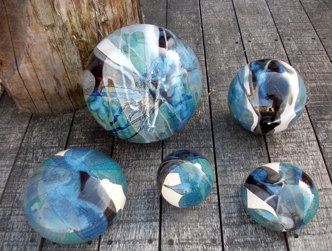 Boules en gr s pour la d coration ext rieure poteries de for Decoration de galets