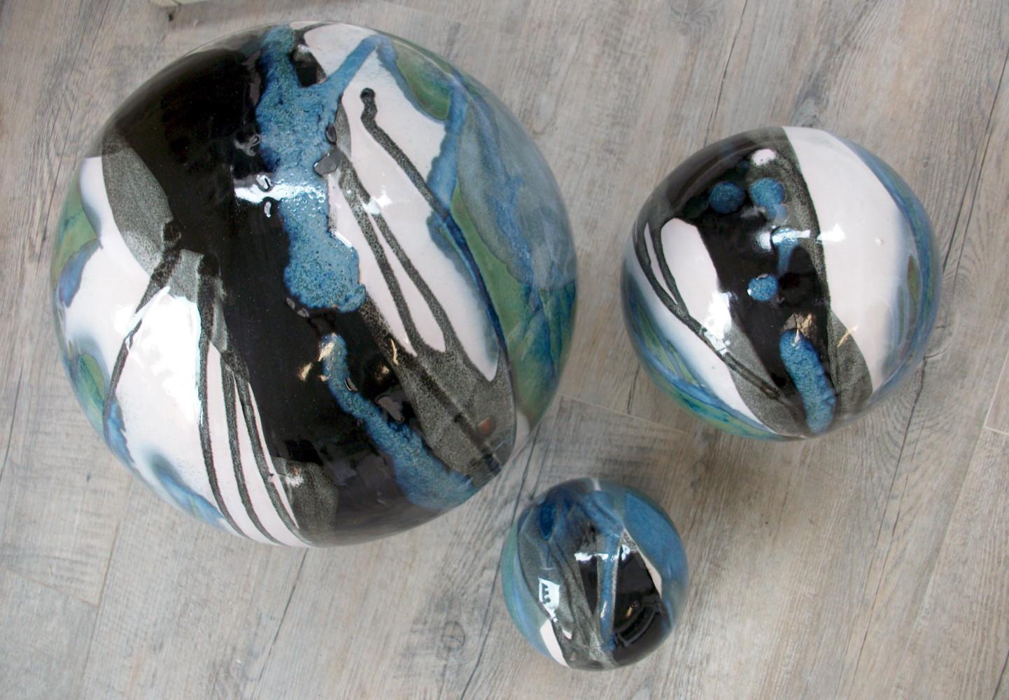 Boules en gr s pour la d coration ext rieure poteries de for Boules decoratives jardin