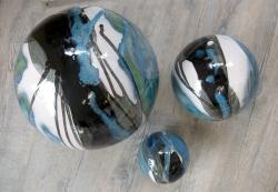 3 boules en grès pour décoration de jardin fabriquées par un artisan français