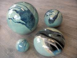 ensemble de boules en grès émaillé pour aménagement extérieur