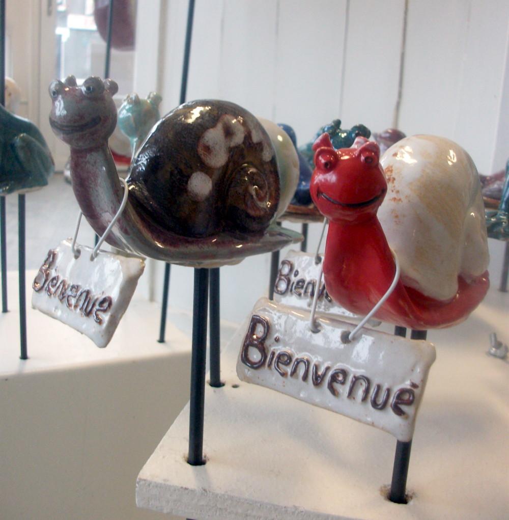 Escargot en gr s poterie de jardin cr par doroth e for Decoration escargot exterieur