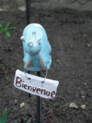 escargot vert en grès, tuteur de jardin pour votre décoration extérieure