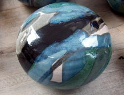petit galet en grès tourné émaillé bleu