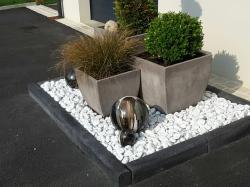ensemble de boules noires et blanches pour jardin zen