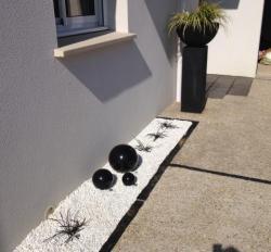 3 boules noires en grès