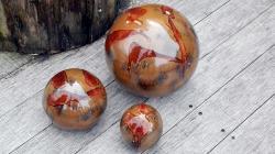 boules en grès émaillé marron pour déco extérieure