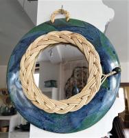 encadrement de miroir en osier blanc sur plaque en grès