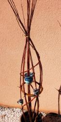 Pichet et 2 tasses dans sculpture végétale en osier