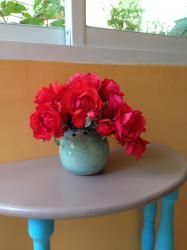 Pique fleurs en grès émaillé vert