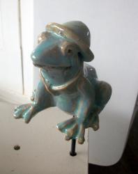 Popie, la grenouille en argile pour le jardin