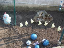 poule et ses poussins, tuteur pour décoration extérieure