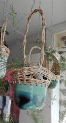Suspension pour plante vannerie sur poterie