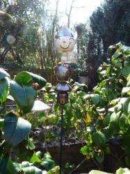 Timo, le lutin de jardin en grès tourné émaillé, réalisé par Dorothée Bajeux, artisan potier à Jublaisn en Mayenne