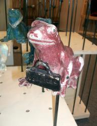 le tuteur grenouille avec sa valise